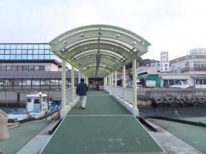 4) ジェノバライン岩屋港