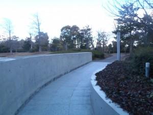10) ホテル前から東浦口ゲートへの通路