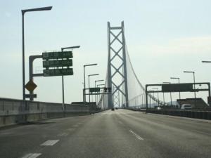 12) トンネルを抜けると明石大橋