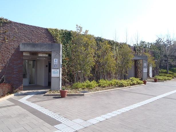 東浦口ゲートトイレ(大型駐車場横)
